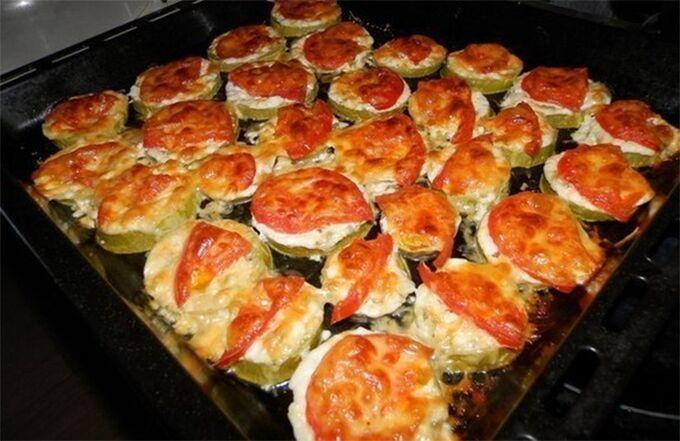 Recept Cuketové jednohubky se sýrem a rajčetem
