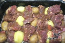 Příprava receptu Manželův oběd - vše z jednoho pekáče, krok 2