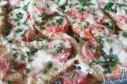 Příprava receptu Prokládaný toust s rajčaty a sýrem, přelitý smetanovou zálivkou, krok 9