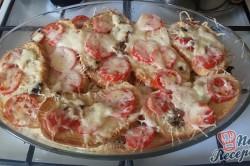 Příprava receptu Prokládaný toust s rajčaty a sýrem, přelitý smetanovou zálivkou, krok 7