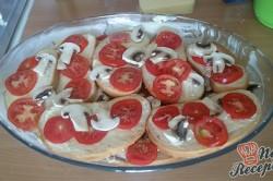 Příprava receptu Prokládaný toust s rajčaty a sýrem, přelitý smetanovou zálivkou, krok 4