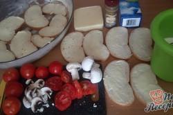 Příprava receptu Prokládaný toust s rajčaty a sýrem, přelitý smetanovou zálivkou, krok 2