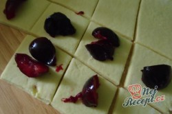 Příprava receptu Švestkové knedlíky posypané tvarohem, krok 1
