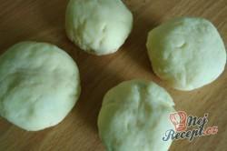Příprava receptu Švestkové knedlíky posypané tvarohem, krok 2