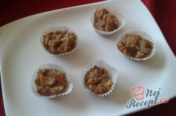 Příprava receptu Medovo-jablečné košíčky, krok 1