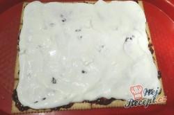 Příprava receptu Rychlé malinové kostky se šlehačkou bez pečení, krok 4