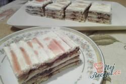 Příprava receptu Rychlé malinové kostky se šlehačkou bez pečení, krok 6