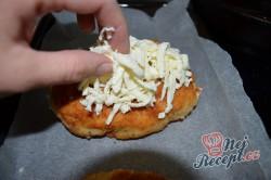 Příprava receptu Kuřecí kapsy se sýrem a salámem, krok 6