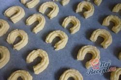 Příprava receptu Linecké pečivo ze strojku, krok 1