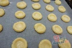 Příprava receptu Sušenky s kokosem a karamelem, krok 2