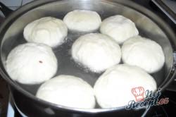 Příprava receptu Kynuté jahodové knedlíky, krok 2