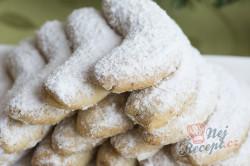 Příprava receptu Maminčiny vanilkové rohlíčky, krok 1