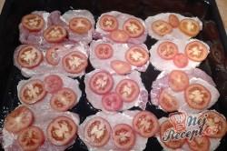 Příprava receptu Vepřové plátky s houbami, rajčetem a sýrem, krok 1