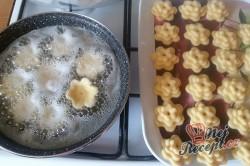 Příprava receptu Boží milosti - růžičky/kytičky - FOTOPOSTUP, krok 13