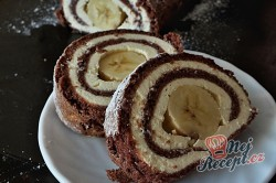 Příprava receptu Čokoládová roláda s tvarohem a banánem, krok 15