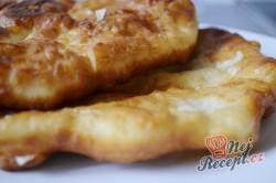 Příprava receptu Mňamkové langoše se strouhaným sýrem, krok 8
