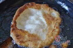 Příprava receptu Mňamkové langoše se strouhaným sýrem, krok 7