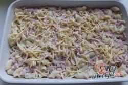 Příprava receptu Zapékané těstoviny se sýrem a dietním salámem, krok 1