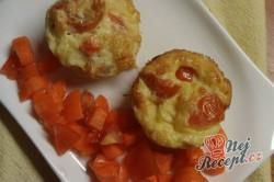 Příprava receptu Vajíčkové muffinky plné zeleniny, krok 1