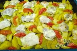 Příprava receptu Kuře pečené s bramborami, rajčaty se smetanovou omáčkou, krok 1