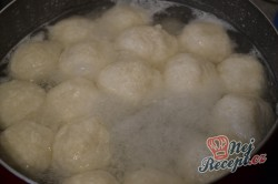 Příprava receptu Tvarohové kuličky s mákem v malinové omáčce, krok 5