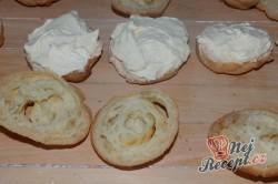 Příprava receptu Nejlepší větrníky s vanilkovým a karamelovým krémem, krok 17