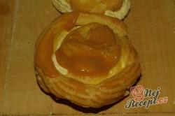 Příprava receptu Nejlepší větrníky s vanilkovým a karamelovým krémem, krok 20