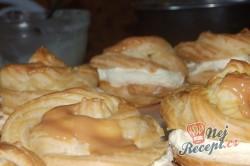 Příprava receptu Nejlepší větrníky s vanilkovým a karamelovým krémem, krok 21