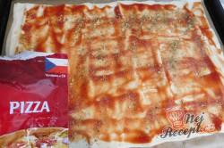 Příprava receptu Rychlá pizza z listového těsta, krok 2