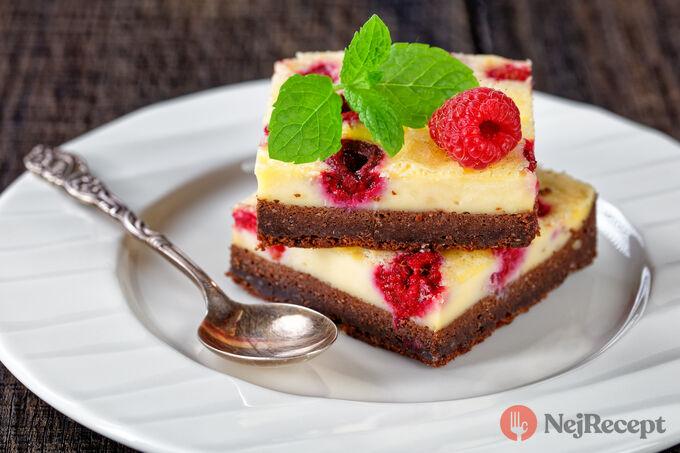 Recept Nízkokalorický cheesecake brownie s malinami