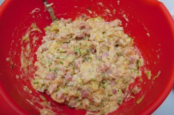 Příprava receptu Rohlíkové placičky s uzeným a hermelínem, krok 7