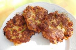 Příprava receptu Rohlíkové placičky s uzeným a hermelínem, krok 12