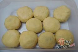 Příprava receptu Bramborové knedlíky plněné uzeným masem se zelím, krok 9