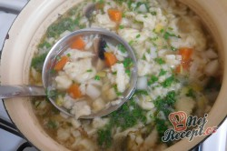 Příprava receptu Zeleninová polévka s kapáním a žampiony, krok 7
