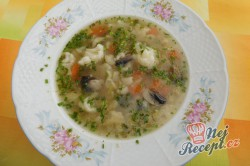 Příprava receptu Zeleninová polévka s kapáním a žampiony, krok 8
