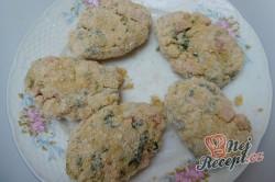 Příprava receptu Květákové placičky s medvědím česnekem, krok 7