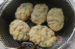 Příprava receptu Květákové placičky s medvědím česnekem, krok 8