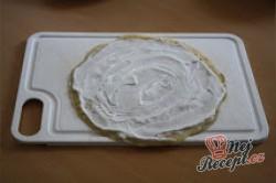 Příprava receptu Žravé palačinky s tvarohem, jahodami a medem, krok 2