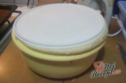 Příprava receptu Kvítky se salámem z kynutého těsta, krok 2