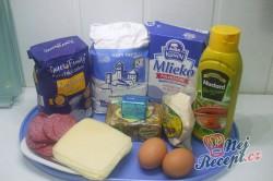 Příprava receptu Kvítky se salámem z kynutého těsta, krok 1