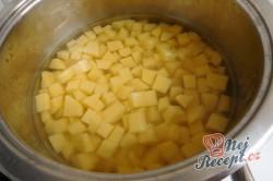 Příprava receptu Krémová polévka z medvědího česneku, krok 3