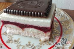Příprava receptu Nepečené jahodové řezy s čokoládovými sušenkami, krok 8