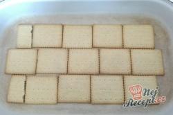 Příprava receptu Nepečené jahodové řezy s čokoládovými sušenkami, krok 1