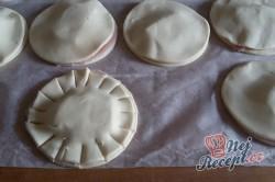 Příprava receptu Fantastické a mega rychlé kytičky z listového těsta plněné šunkou a sýrem, krok 7