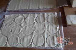 Příprava receptu Fantastické a mega rychlé kytičky z listového těsta plněné šunkou a sýrem, krok 2