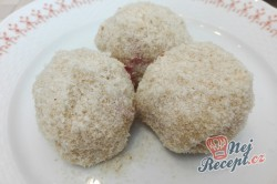 Příprava receptu Jahodové knedlíčky z tvarohového těsta, krok 7