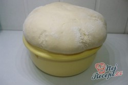 Příprava receptu Pečené povidlové buchty posypané cukrem, krok 2