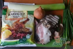 Příprava receptu Bramborové placičky se slaninou a pórkem, krok 1