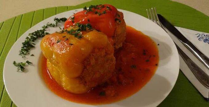 Recept Plněná paprika v rajčatové omáčce