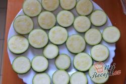 Příprava receptu Cuketa v pivním těstíčku s česnekovou omáčkou, krok 1